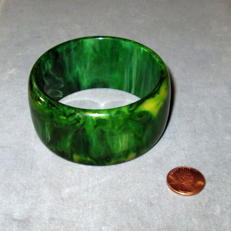 Wide Green Catalin Bakelite Bangle Bracelet