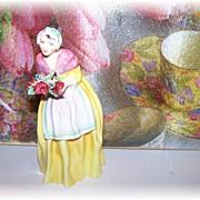 "Richton Studios Figurine "" Bouquet ""  Bone China England"