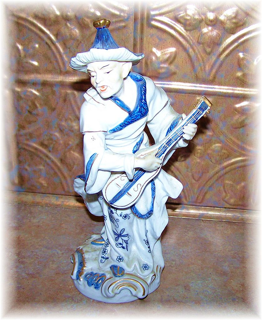 Blue Onion Motif Oriental Musician Figurine Vienna Woods  Seymour Mann