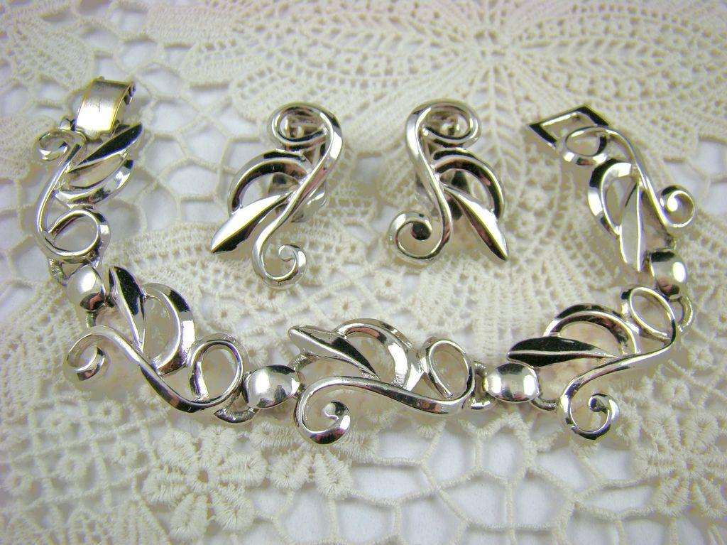 Bergere Rhodium Plated Bracelet and Earrings