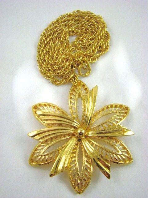 Monet Pinwheel Style Necklace
