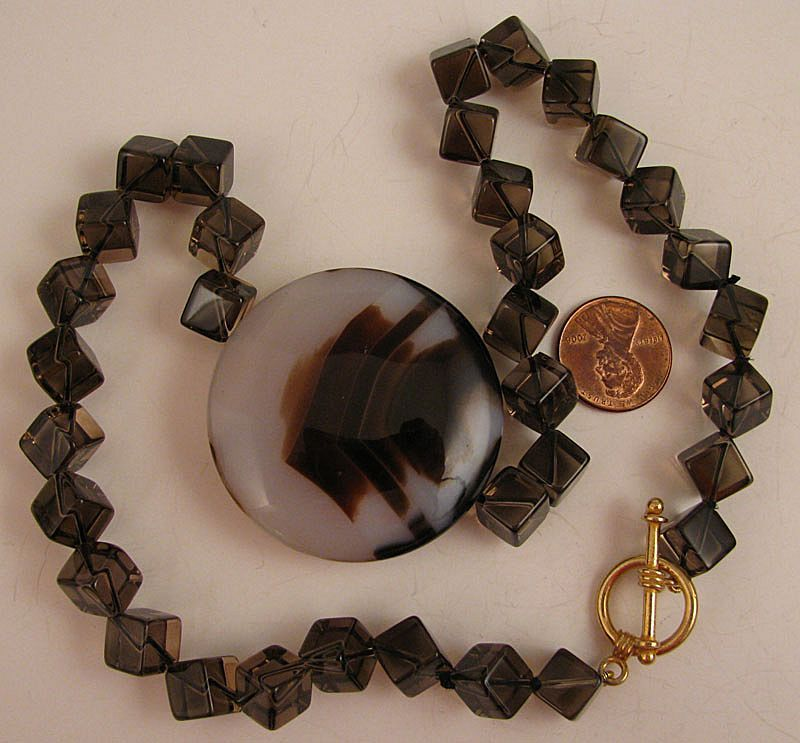 "18"" Agate Centerpiece Necklace w/Crystal Cubes & Toggle Clasp"