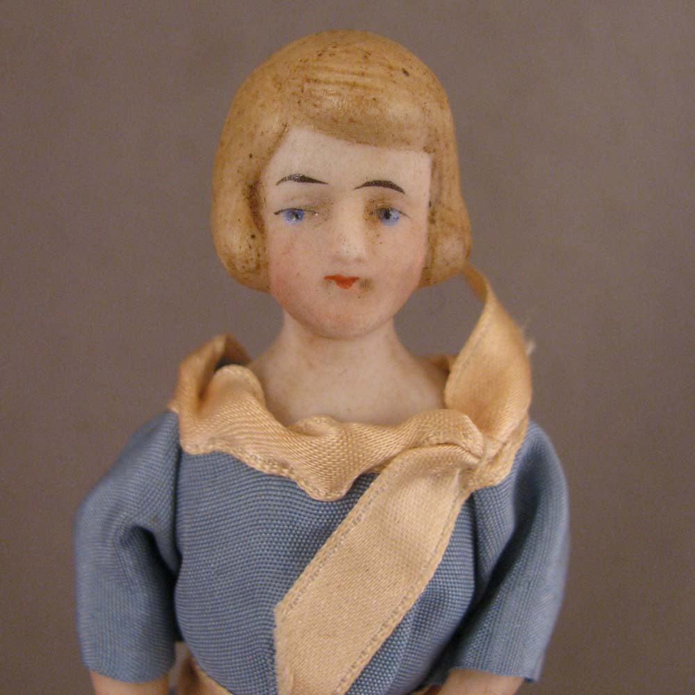 """c. Early 1900s Doll House Doll 5.25"""" Lady w/ Bobbed Hair"""