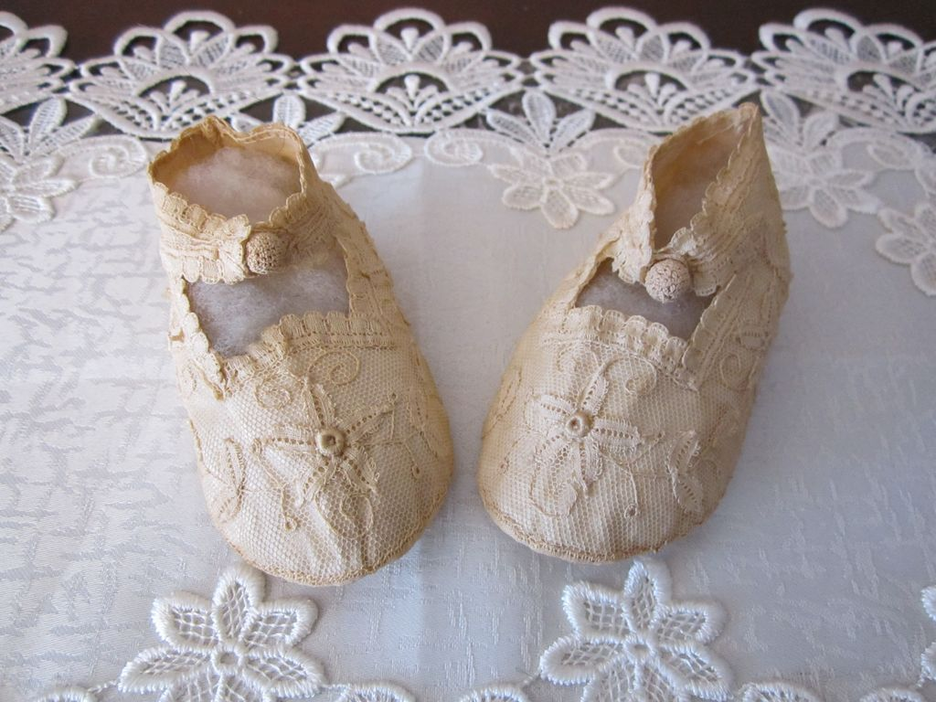 Beautiful Lace Shoes for Bebe!